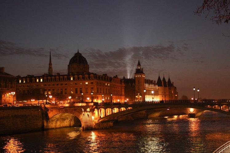 Night walk on The Seine