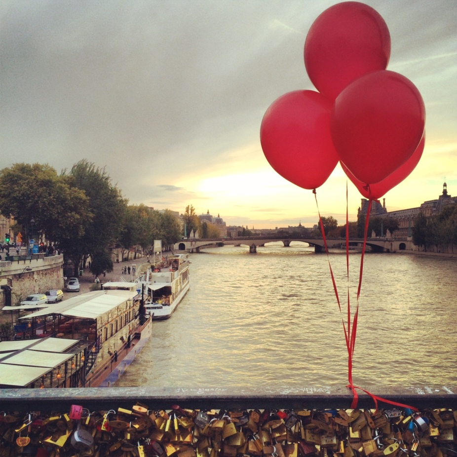 Red Balloons on the Seine
