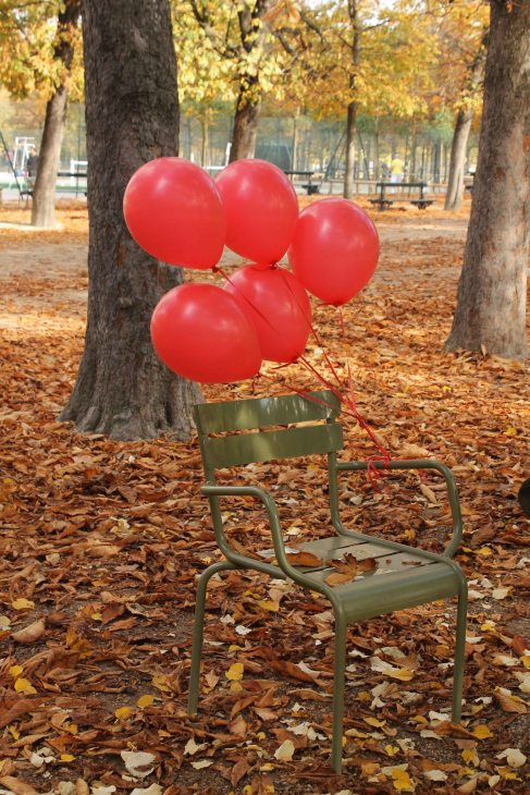red balloons in paris