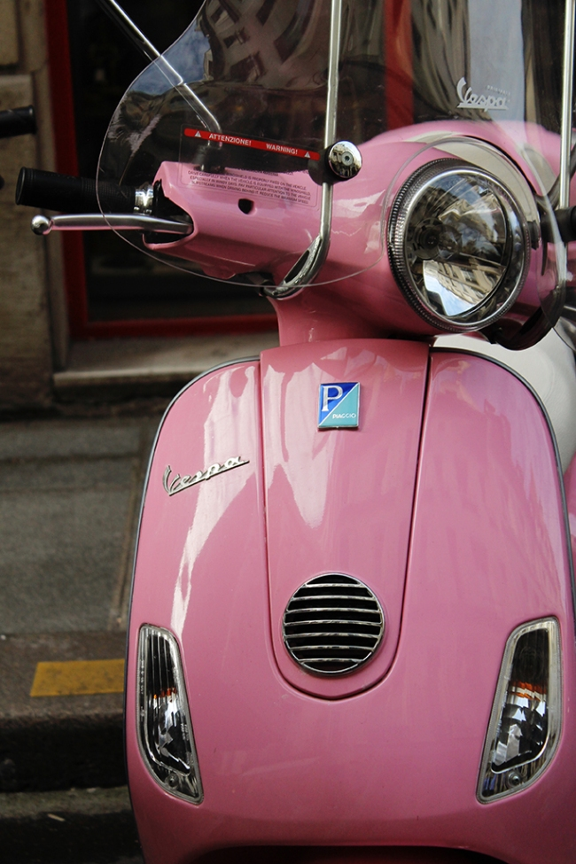 pink vespa on ile st louis
