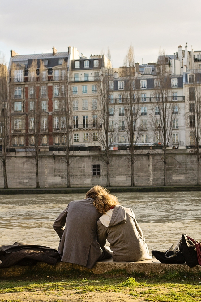 paris lovers by the seine